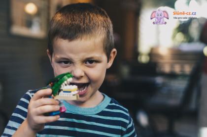 Tanečky okolo dětského chrupu aneb Pohádka o zubním kazu