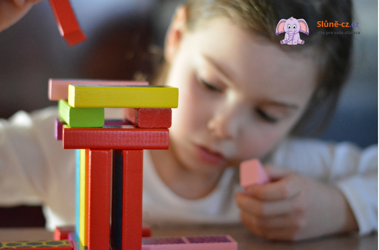 """Jak dítě naučit hrát si samostatně – metoda """"spolu, ale každý sám"""""""