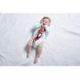 Měkká textilní hračka Tiny Love v podobě roztomilého lišáka při pohybu jemně cinká. Šusticí části upoutají pozornost dítěte při zkoumání rukama.