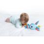 Měkká textilní hračka Tiny Love v podobě veselého králíčka chrastí a šustí a po natažení vibruje. Součástí hračky je i kousátko, které pomáhá ulevit citlivým dásním dítěte při prořezávání prvních zoubků.
