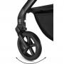 V ceně kočárku je podvozek, sportovní nástavba, sluneční stříška, bezpečnostní madlo + hluboká korba Carry Cot S + Cybex Aton M i-Size. Ať už se vydáte kamkoliv, hladká jízda je vždy zaručena: odpružení na velkých All Terrain kolech zajišťuje hladkou a hbitou jízdu přes dlažební kostky, po chodnících i v přírodě.