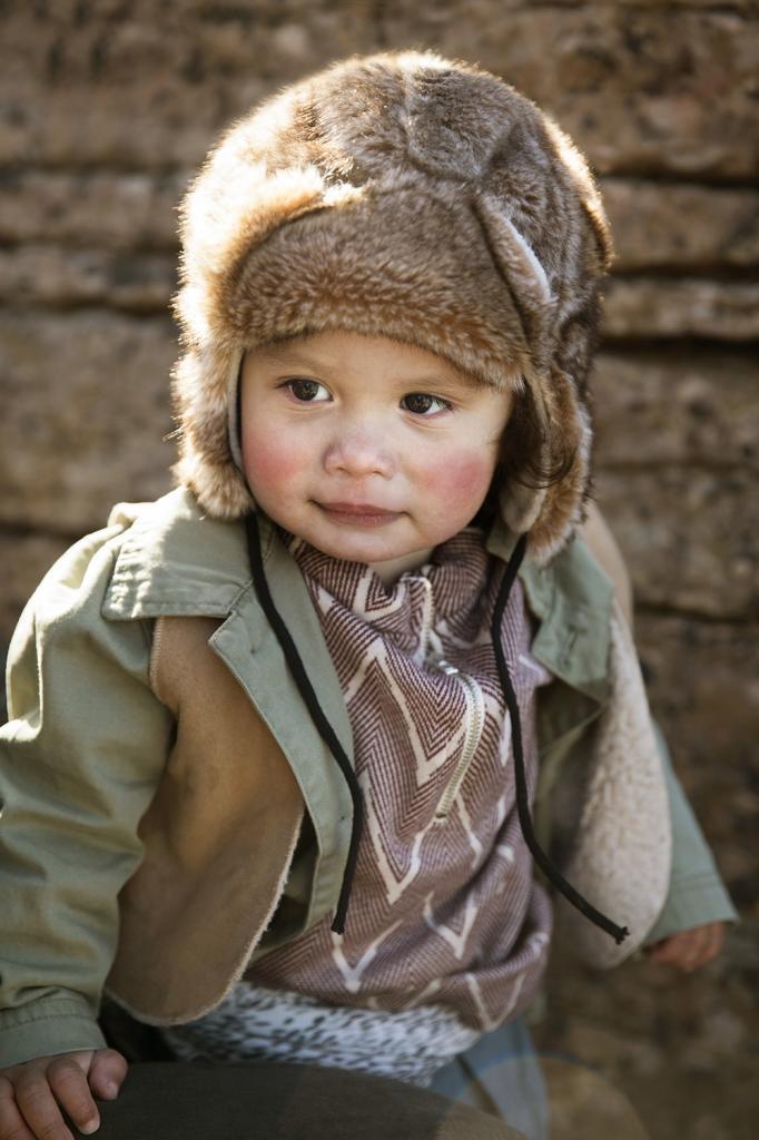 Čepice moderního designu z umělé kožešiny zahřeje za zimního počasí. Má  pohodlný a praktický tvar 20b19f1bcd