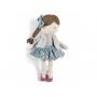 Textilní panenka s copánkem je vhodná na hraní i do postýlky na příjemné usínání.