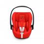 Autosedačka skupiny 0+, 0-13 kg (od narození až do cca 18 měsíců). ERGONOMICKÁ POZICE ZCELA VLEŽE. Pro větší pohodlí v autosedačce mimo vozidlo. Vnitřní sklon lze nastavit pouze jednou rukou bez nutnoti vyndavat dítě z autosedačky.