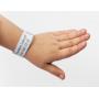 Praktický informační náramek slouží pro snadnou identifikace ztraceného dítěte. Jednoduše se připevňuje, je odolný proti vodě a obnošení, nijak nedráždí pokožku dítěte a je hypoalergenní. Velký štítek na náramku lze popsat jakýmkoliv, běžně dostupným perem.