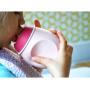 Měkká silikonová lahvička je ideální pro doma připravené ovocné či zeleninové pyré, husté šťávy, jogurt apod.