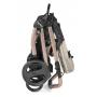 V ceně kočárku je podvozek + hluboká korba + sportovní nástavba (včetně stříšky, pláštěnky a nánožníku) + taška + autosedačka. Jednotlivé části speciální edice MON AMOUR nelze zakoupit samostatně.
