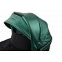 V ceně kočárku je: podvozek (včetně nákupního košíku, držáku na pití) + hluboká korba (včetně moskytiéry, pláštěnky, tašky na rukojeť v barvě kočárku) + sportovní sedačka včetně nánožníku.