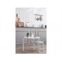 Dětský stolek v minimalistickém designu v kombinaci dřeva a kovu.