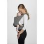 Volné ruce pro každodenní život. Dětské nosítko podporuje správnou pozici těla dítěte s roztaženýma nohama, která napomáhá správnému vývoji jeho kyčelních kloubů.