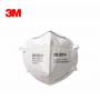 3M 9501+ respirátor s filtrační třídou KN95 (FFP2) chránící proti vdechování nebezpečných částic ze vzduchu, má více než 95% účinnost proti toxickým částicím a bakteriím. Cena za kus 169 kč. Balení 50 kusů
