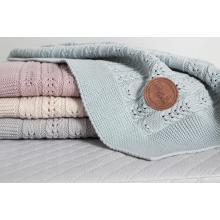 Ceba baby Pletená deka v dárkovém krabičce Rybí kost 90 x 90 cm