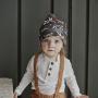 Elegantní podzimní a zimní bavlněná čepice z nové kolekce Dare to Rare je vyrobena z přírodních mikrovláken, které poskytují prodyšnost a odvádí vlhkost.