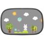 Sluneční clona Brica chrání vaše dítě před ostrým slunečním světlem a blokuje 90% UV záření. Pro větší zábavu při cestování je součástí clony 16 ks barevných, přemístitelných samolepek s veselými obrázky. Na každou cestu tak dítěti můžete vytvořit nový obrázek, o kterém si můžete v autě vyprávět. Obrázky bezpečně drží na cloně i na skle okénka bez použití jakéhokoli lepidla. Clona z dvouvrstvého lehkého materiálu se na okno přichytí pouze přitisknutím. Stejně snadno se z okna sundá a složí pro uložení. Vhodné pro většinu aut. Součástí balení je 1 clona rozměru 48,3×30,5 cm a 16 ks samolepek.