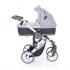 V ceně kočárku je podvozek ve světlém provedení včetně nákupního košíku, sportovní sedačka včetně sluneční stříšky, hluboká korba a autosedačka ABC Design Risus včetně adaptérů pro připevnění na kočárek Mamba Plus.