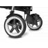 Ke kočárku dostanete od nás jako dárek ZDARMA originální příslušenství Cybex pláštěnku. V ceně kočárku je nastavitelná XXL stříška s UVP 50+, sportovní madlo a velký nákupní košík. Luxusní sportovní kočárek Cybex Callisto úspěšně spojuje design, funkčnost a pohodlí. Jemné a komfortní zavěšení kol dělá lehký sportovní kočárek pohyblivým, komfortním a schopným splnit všechny požadavky života ve městě.