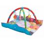 Deka Taf Toys s aktivitami pro novorozence. Zvednuté překládací díly vytvářejí útulnější prostředí.