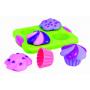 """Sedmidílná hračka pro hru ve vaně. Sada cupcakes Sassy s kouzelnou """"polevou"""", která se mění po ponoření do vody. Včetně vnitřních kelímků pro nabírání a přelévání vody."""