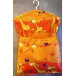 Žirafa oranžová